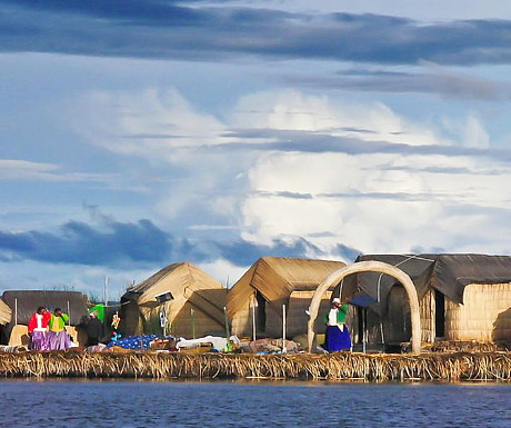 floating-islands-of-lake-titicaca