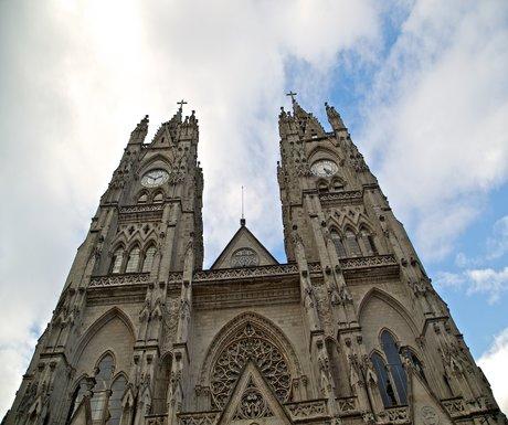 basilica-del-voto-quito